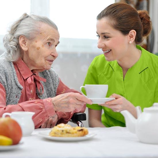Der Pflegedienst Rosenrot hilft Ihnen auch bei Einschränkungen jedweder Art gekonnt durch den Alltag.